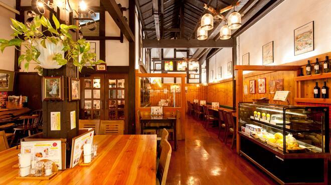 サラダの店サンチョ - 内観写真: