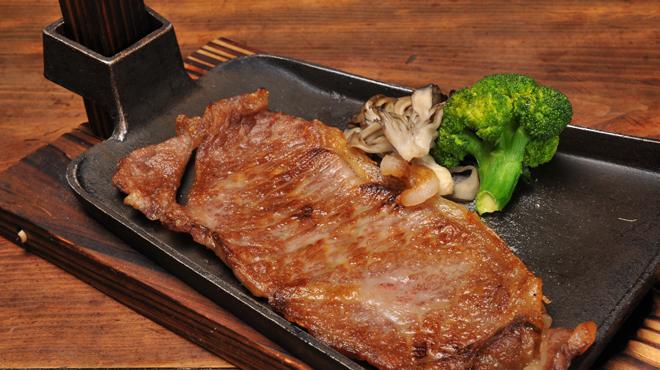 山形長屋酒場 - 料理写真:米沢牛鍬焼き