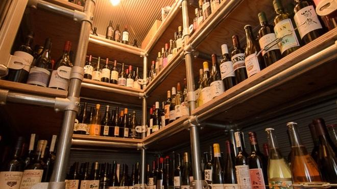 スケッチ - 内観写真:日本全国から取り寄せた、芳醇な味わいのワインも豊富に取り揃えています