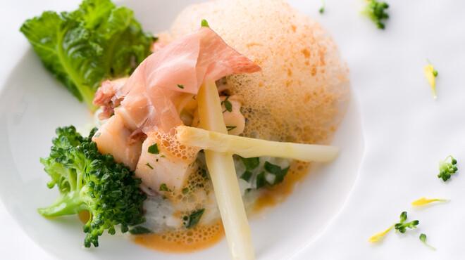 レストラン ミッテ - 料理写真:~ホットオードブル例~ 季節野菜とオマール海老のリゾット 仏産生ハムを添えて