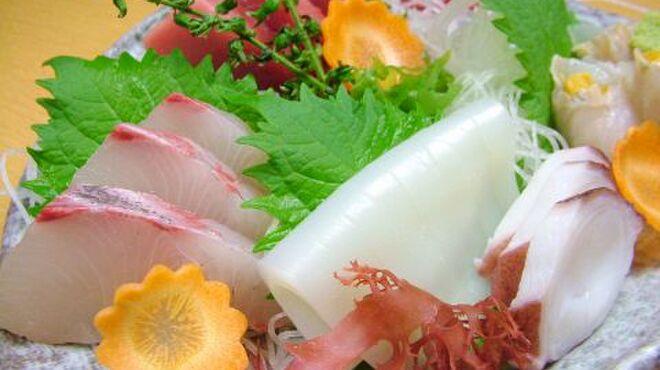 虎家 - 料理写真:鮮度がいい刺盛一人前2500円二人でも十分なボリューム