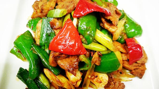 蜀味苑 - 料理写真:回鍋肉       主な材料:     1.豚腿の肉 2.ニンニクの葉
