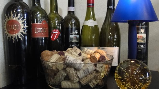 クアドリフォリオ - ドリンク写真:毎週火曜ディナータイムはアルコール含むドリンク半額!