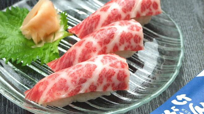 けんぞう - 料理写真:馬にぎりとろける極上馬刺しをお寿司にしました。1人前3貫と注文しやすい量になっています。