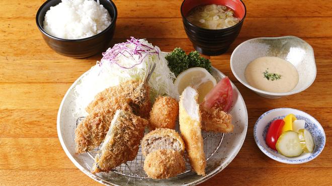 三是食堂 かつどころ - 料理写真: