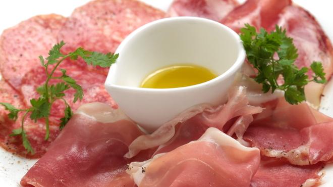姉小路TAC - 料理写真:生ハムとサラミの盛り合わせ★ワインとご一緒に…