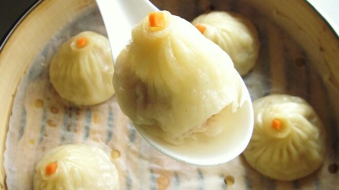 上海小籠包厨房 阿杏 - 料理写真:当店人気NO.1のコラーゲンたっぷり小籠包