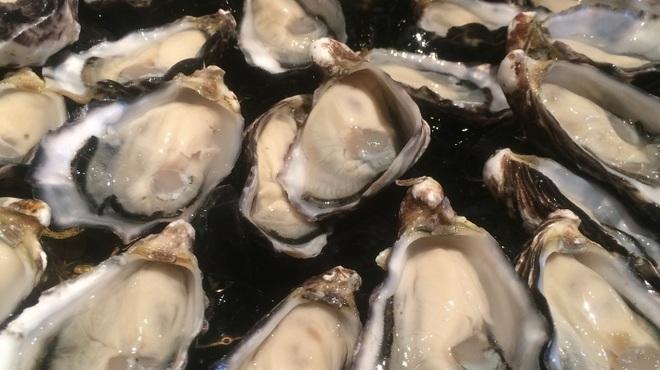 牡蠣Bar - 料理写真:牡蠣盛り