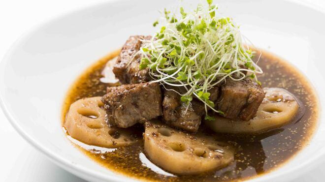 ワインカフェ - 料理写真:豚肉とレンコンのバルサミコマスタード煮込み