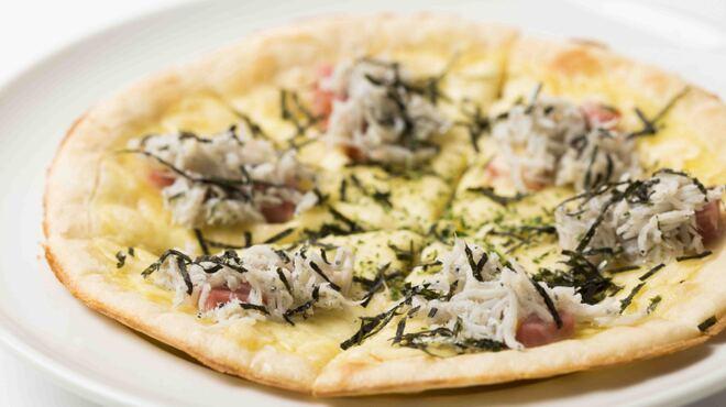 ワインカフェ - 料理写真:シラスとベーコンのガーリックピザ