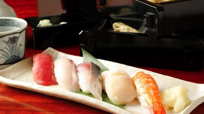 神田 本陣房 - 料理写真:ランチ限定 江戸前寿司と手打ちそばのセット