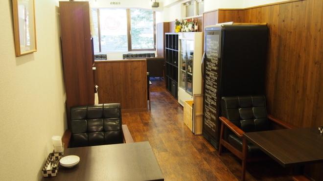 ワインカフェ - 内観写真:二人掛けソファー席もございます