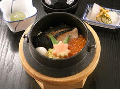 やきとり 釜飯 はん - 料理写真:鮭とイクラの釜飯