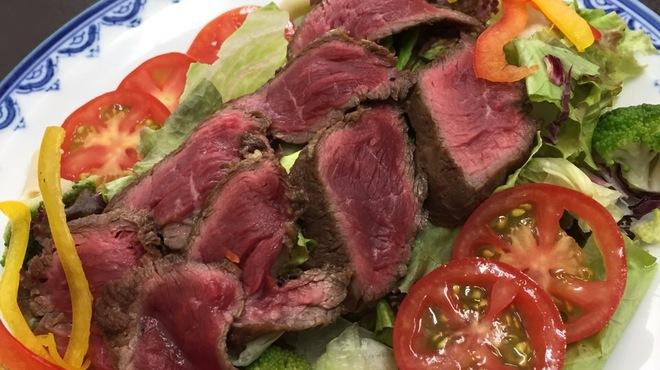 肉食堂 よかよか - 料理写真:あか牛のカルパッチョ
