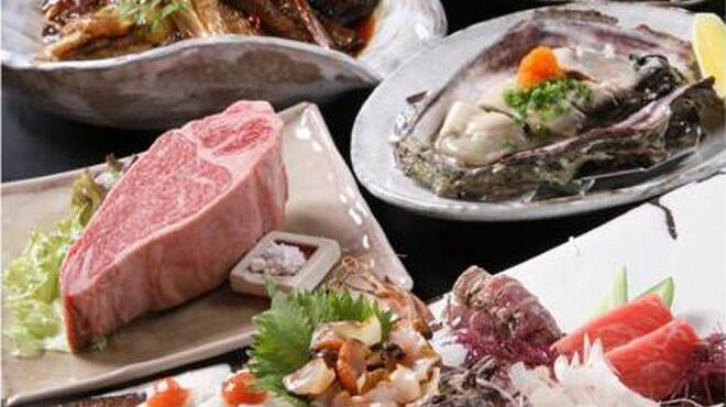 大ばけ小ばけ - 料理写真:大ばけ小ばけのお刺身やA-5等級のお肉、独自のタレで煮込んだ魚の煮つけなど・・・