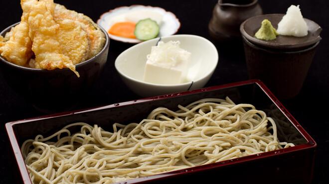 芳とも庵 - 料理写真:平日(火曜から金曜まで) お昼限定 ランチセット(1000円)