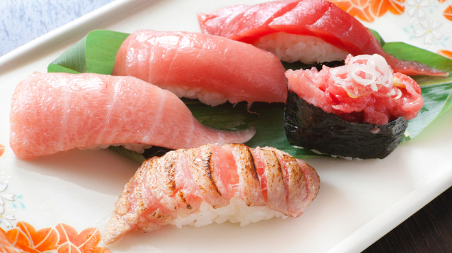 鮨處八千代 - 料理写真:まぐろづくし    1200円