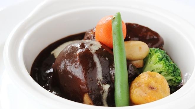 ソレイユ - 料理写真:人気No.1メニュー「三河産ポークのデミグラスソース」。柔らかく煮込まれた豚肉は箸で切れる程です!