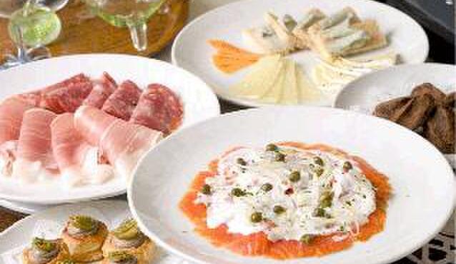 アローラ - 料理写真:前菜もたくさんあります