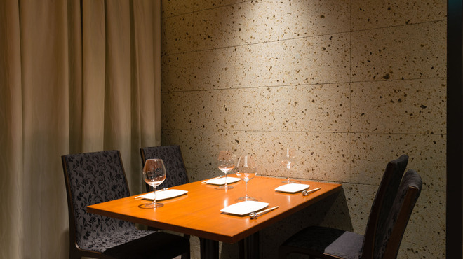 Rowazo - 内観写真:半個室テーブル席4人掛け