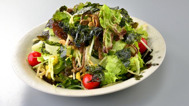 焼肉家ごんたか - 料理写真:名物 ごんサラダ