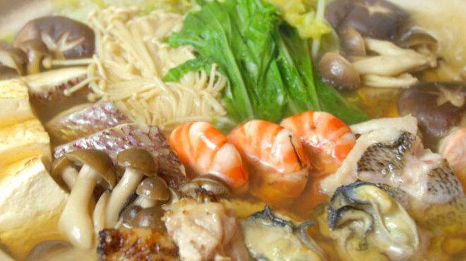 神楽坂 おいしんぼ - 料理写真:産直魚介がたっぷりの寄せ鍋