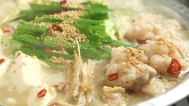もつ鍋 永楽 - 料理写真:名物の白 もつ鍋