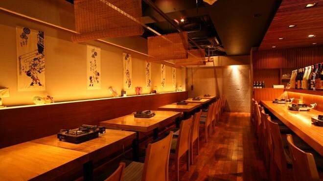 博多もつ鍋 山笠 - 内観写真:落ち着ける、雰囲気ある店内。