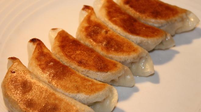 永利 - 料理写真:焼き餃子