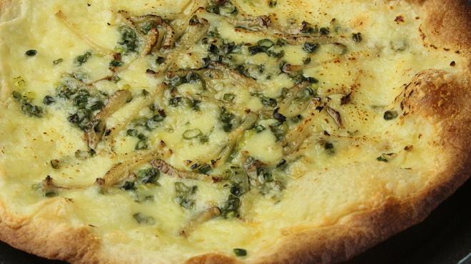 皆月 - 料理写真:青ねぎといぶりがっこの和風ピザ