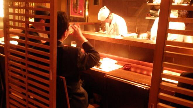 海華月 - 内観写真:カウンター席で料理人との楽しい会話と隠れメニューを!