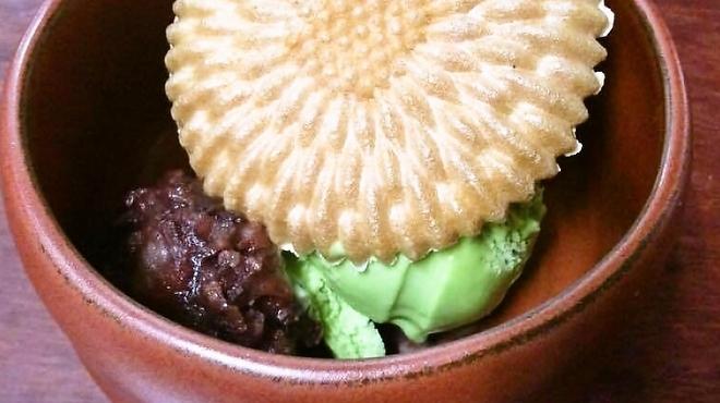 Roji菜園テーブル - 料理写真:自家製あんこの最中アイス添え(抹茶orバニラ)