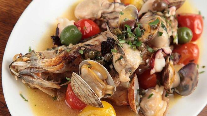 オイスターバー COVO - 料理写真:鮮魚獲れたて♪牡蠣屋のアクアパッツァ