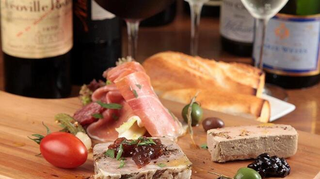 オイスターバー COVO - 料理写真:ワインに合わせたおつまみ料理も豊富に