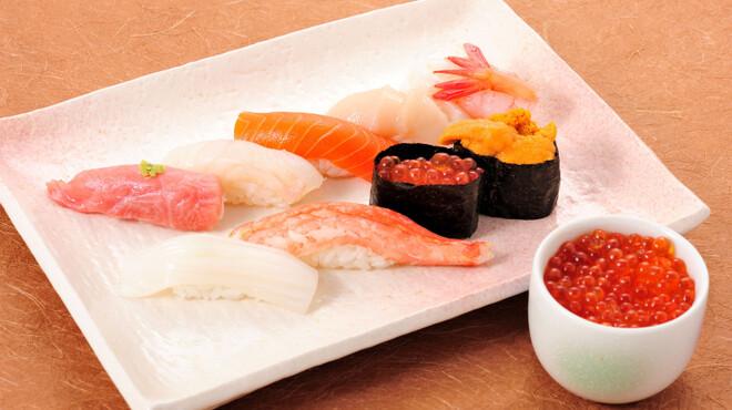 寿司処 旬 - 料理写真:5種類から選べるミニ丼付きの特選握り¥3,000