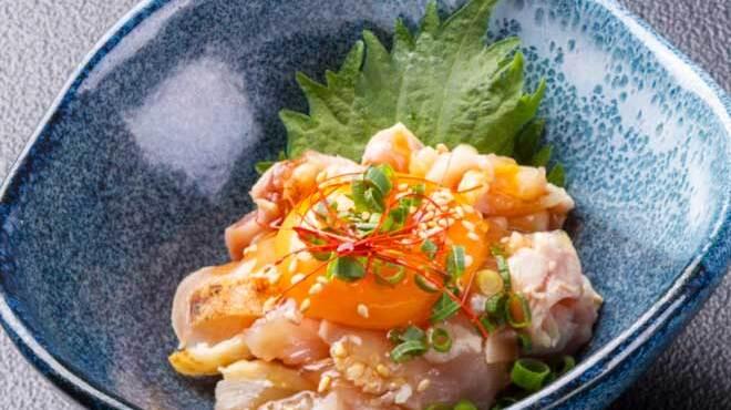 黒船 - 料理写真:さつま知覧鶏のもも肉の旨タレユッケ621円