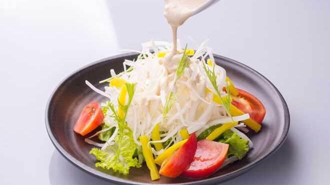 鳥蔵 - 料理写真:鳥蔵の大根サラダ680円