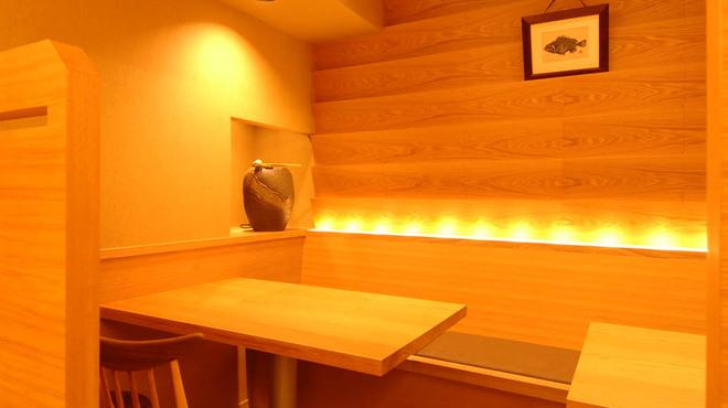 銀座 魚ばか - 内観写真:モダンで明るいお席です
