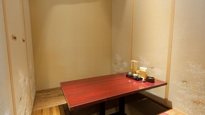 テバス - 内観写真:4~30名で使える個室が充実。会社帰りの宴会やデートに
