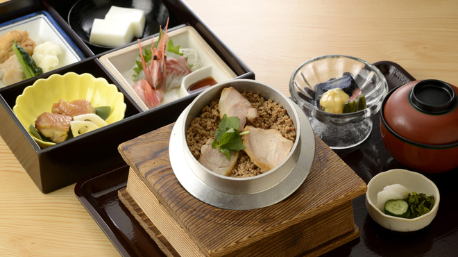 水たき玄海 - 料理写真:名物とり釜めし御膳