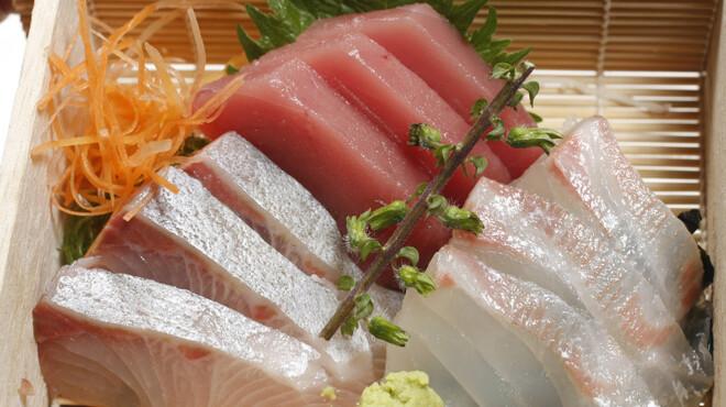 鳥園 - 料理写真:【海鮮刺身】築地直送!種類豊富で新鮮な刺身をどうぞ☆