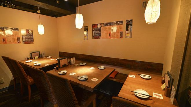 地鶏酒肴庵 ハナタレ - 内観写真:4名様×2/2名様×1 テーブル席