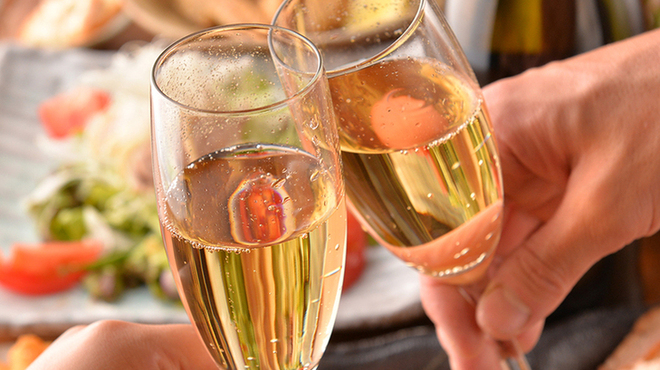 地鶏酒肴庵 ハナタレ - ドリンク写真:お祝いにはシャンパンをプレゼント。