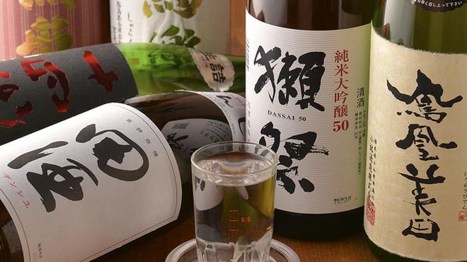 地鶏酒肴庵 ハナタレ - ドリンク写真:日本酒は人気銘柄から旬なものまで多数。