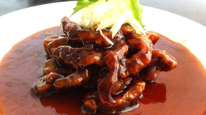 上海小籠包 厨房 阿杏 - 料理写真:黒酢パワー全開の黒酢酢豚!人気の一品