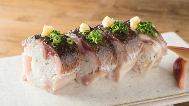 恵比寿それがし - 料理写真:炙り〆鯖の棒寿司