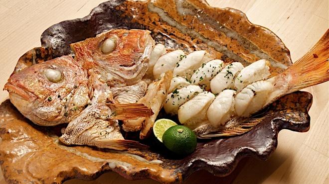 歩路庵 中目黒 - 料理写真:明石鯛の焼き寿司・香ばしく焼けた鯛のアラと魚の脂が寿司飯を香ばしく焼き上げます。
