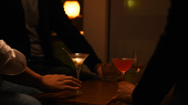 Bar OBA - 内観写真:4人のテーブル席もあります