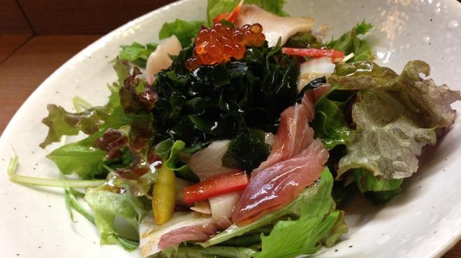 美味千成 - 料理写真:海鮮男のサラダ・700円