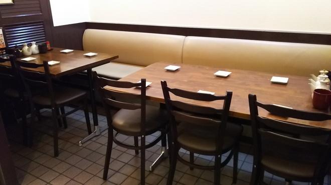 あさひ - 内観写真:4人がけ、6人がけのテーブル席です❗❗